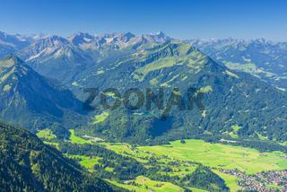 Panorama vom Geißalphorn, 1953m, auf den südlichen Ortsrand von Oberstdorf und die Lorettowiesen, Allgäuer Alpen, Allgäu, Bayern, Deutschland, Europa
