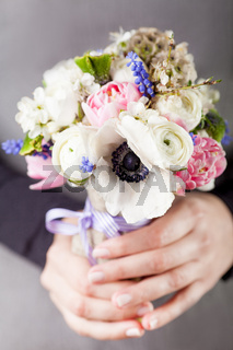 Hands holding a beautifull spring bouquet