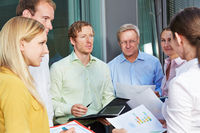 Business Team im Meeting im Freien