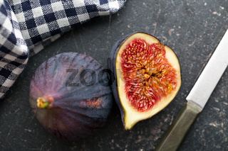 sliced fresh figs