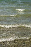 Bodenseeufer mit Wellengang