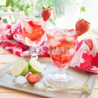 Hausgemachte Erdbeerbowle