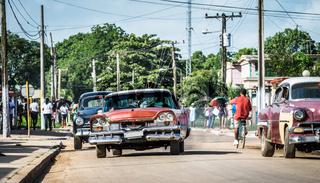 Strassenleben in Santa Clara Kuba mit Oldtimern