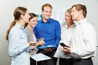 Business Team bei Meeting im Büro