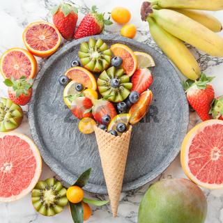 Eiswafel mit frischen Fruechten