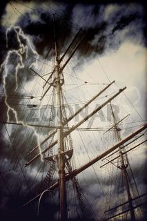 Takelage eines großen Segelschiffes in Sturm und Gewitter