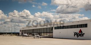Piper Flugzeug Vertretung am Airport Kassel Calden