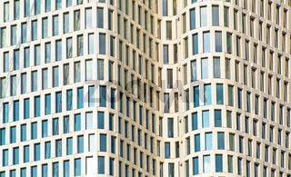 Fassade eines modernen Wolkenkratzers in Berlin