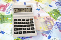 Das Wort Finanzen auf dem Display eines Taschenrechners