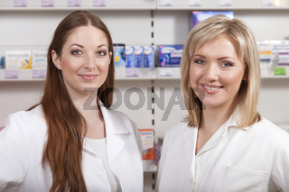 Zwei Apothekerinnen