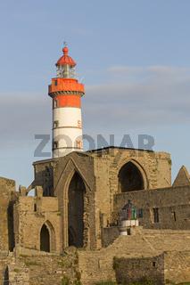 Pointe de St-Mathieu Leuchtturm mit Abtei, Bretagne, Frankreich, Europa