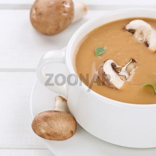 Gesunde Ernährung Pilzsuppe Pilz Champignons Suppe Gericht in Suppentasse