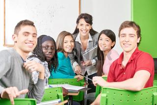 Gruppe Teenager als Schüler in der Klasse