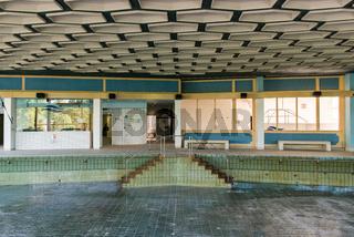Schwimmbecken in einem Alten Thermalsolebad in Bad Soden