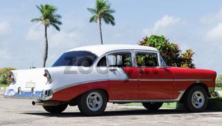 Weiß roter Oldtimer in Varadero Kuba