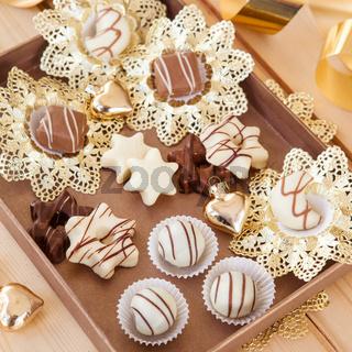 Schokolade und Pralinen zu Weihnachten