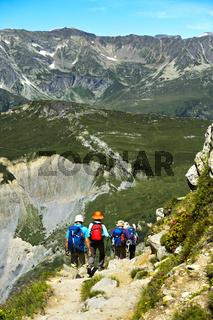 Wanderer auf dem Weg zum Pass Col de Balme bei Le Tour, Chamonix, Savoyen, Frankreich