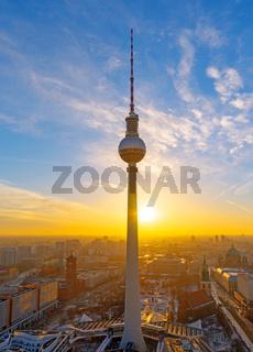 Schöner Sonnenuntergang am Fernsehturm