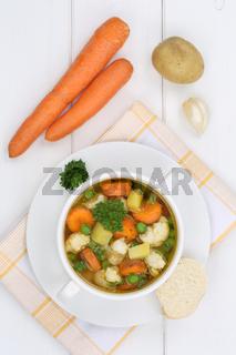 Gemüsesuppe Gemüse frische Suppe in Suppentasse von oben