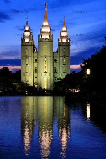 Temple of The Church of Jesus Christ of Latter-day Saints reflected in the pool at night, Salt Lake