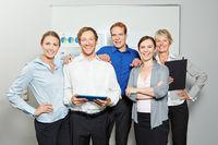 Geschäftsleute als Business Team im Büro