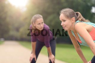 Frauen machen Pause nach dem Sport