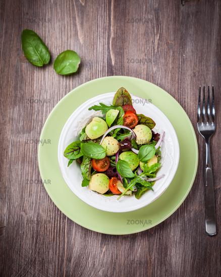 Spring mixed salad with avocado