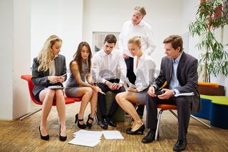 Business Team im Strategie Meeting