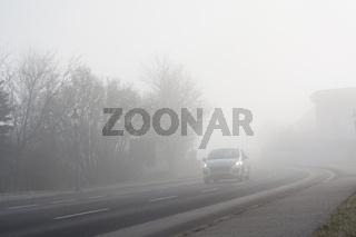 Beeinträchtigung der Sicht für Autofahrer durch Nebel