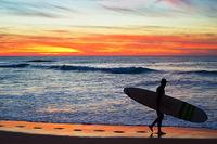 Surfer with longboard