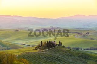 Bauernhaus der Toskana vor Sonnenaufgang