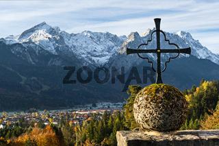 Kreuz vor Wettersteingebirge
