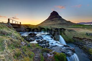 Der Kirkjufell in Island bei Sonnenuntergang