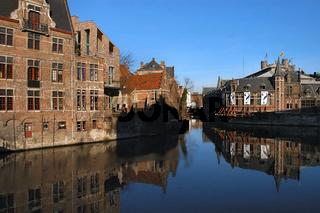 fleischmarkt und gravensteen in gent, belgien