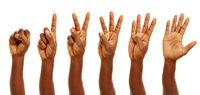Afrikanische Hand zeigt Finger zum Zählen
