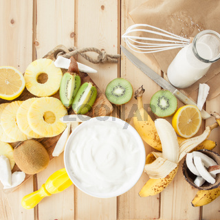Frische Fruechte und Kokosmilch