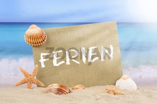 Strand Meer Szene in den Ferien im Sommer mit Seestern und Muscheln
