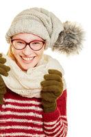 Frau im Winter mit Mütze und Schal