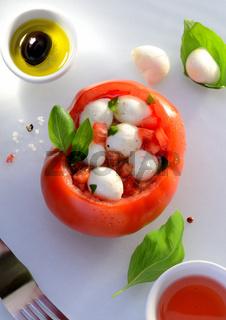Tomate Gefüllt mit Mozarella