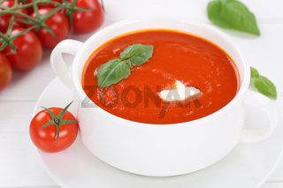 Tomatensuppe Tomaten Suppe in Suppentasse Gericht mit Tomate