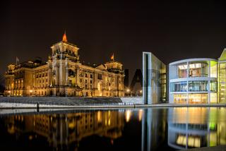 Spreebogen mit Reichstag in Berlin