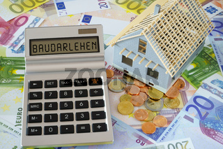 Das Wort Baudarlehen auf Display eines Taschenrechners