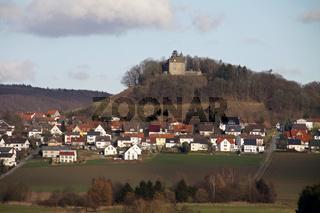 Blick auf Schwalenberg mit Burg