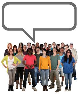 Glücklich multikulturell People Gruppe junge Leute mit Sprechblase und Textfreiraum