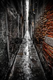 schmale Gasse in Venedig, Italien