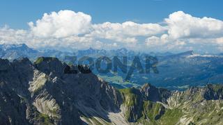 Panorama vom Großen Daumen (2280m) zum Nebelhorn (2224m), Gaisalphorn (1953m) und Rubihorn (1957m), Allgäuer Alpen, Allgäu, Bayern, Deutschland, Europa