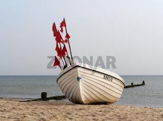 Fischerboot am Strand von Bansin