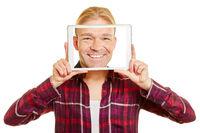 Tablet Computer mit Gesicht von Mann