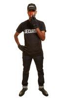 Mann vom Sicherheitsdienst mit Funkgerät
