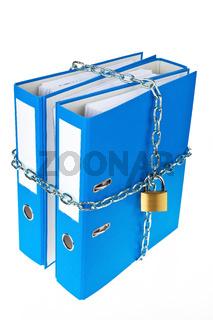 Akten Ordner mit Kette verschlossen